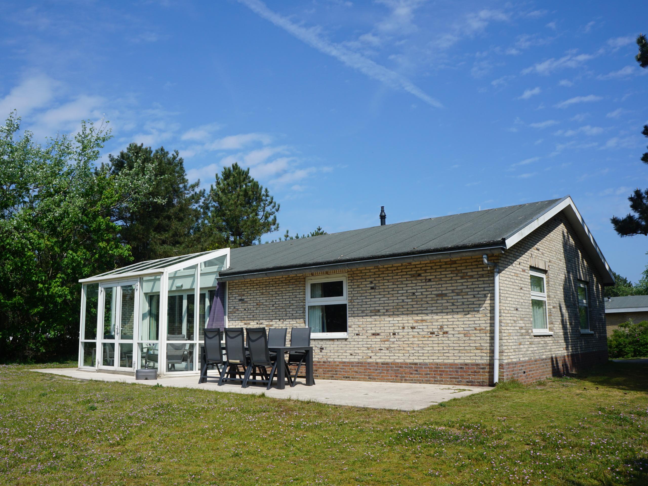 Luxe bungalow met serre en grote tuin op het zuiden, 10 minuten lopen van Buren en het strand